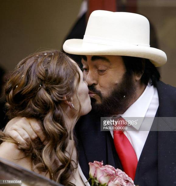 Italy's famous tenor Luciano Pavarotti kisses Nicoletta Mantovani after their wedding ceremony in Modena's main theatre 13 December 2003 Pavarotti's...