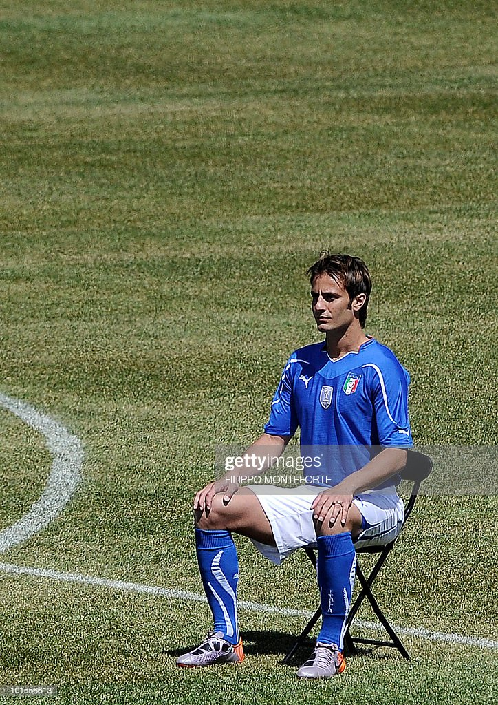 Italy's football team forward Aberto Gilardino poses on May 26, 2010 for an official team picture in Sestriere, where the squad is holding a training camp ahead of the 2010 FIFA World Cup in South Africa. AFP PHOTO / Filippo MONTEFORTE
