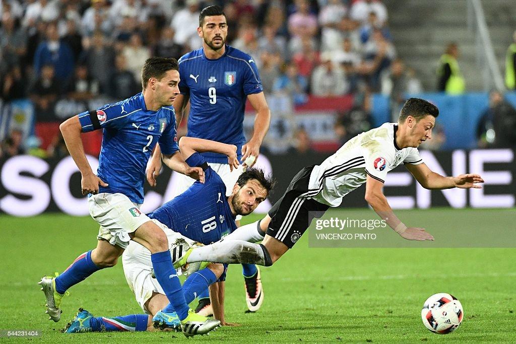 TOPSHOT-FBL-EURO-2016-MATCH47-GER-ITA : News Photo
