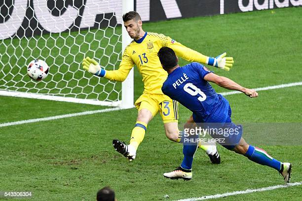 TOPSHOT Italy's forward Pelle shoots to score a goal in front of Spain's goalkeeper David De Gea during the Euro 2016 round of 16 football match...