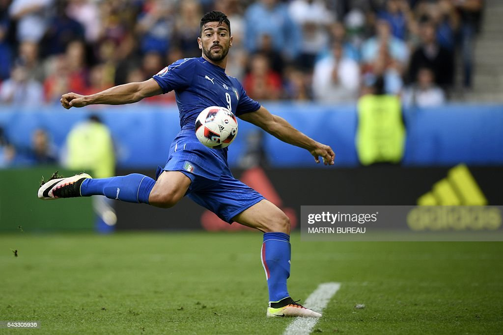 TOPSHOT - Italy's forward Pelle shoots to score Italy's second goal to win the match in the Euro 2016 round of 16 football match between Italy and Spain at the Stade de France stadium in Saint-Denis, near Paris, on June 27, 2016. / AFP / MARTIN