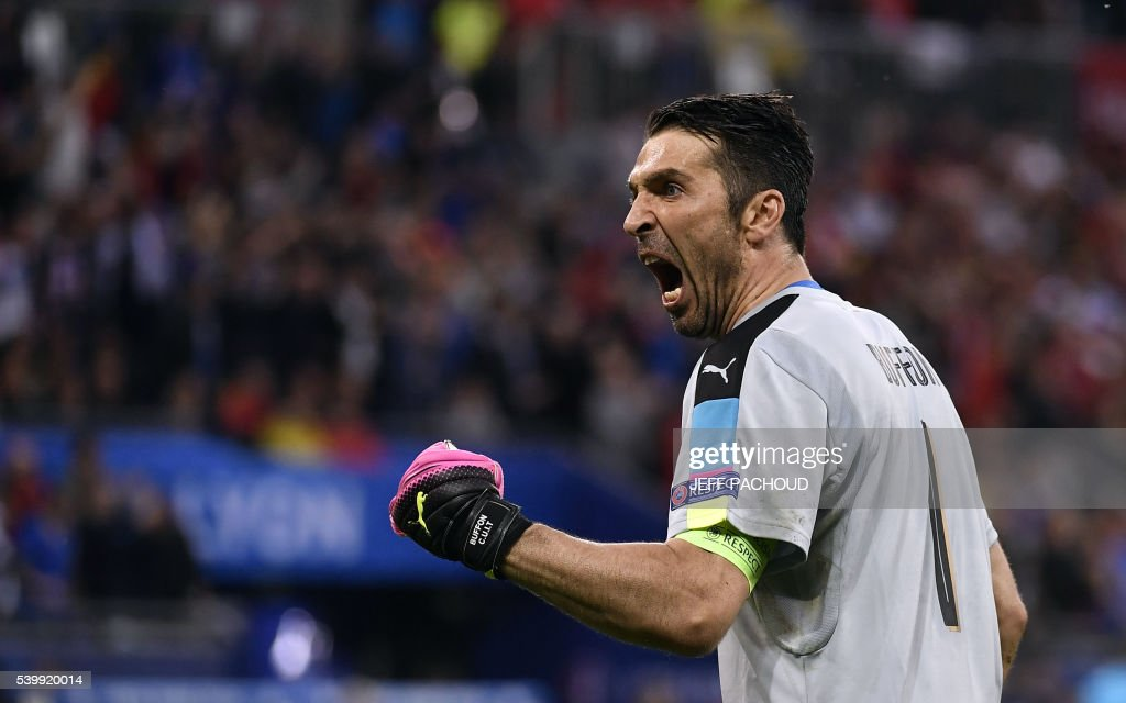 TOPSHOT - Italy's goalkeeper Gianluigi Buffon celebrates after Italy's midfielder Emanuele Giaccherini scored his team's first goal during the Euro 2016 group E football match between Belgium and Italy at the Parc Olympique Lyonnais stadium in Lyon on June 13, 2016. / AFP PHOTO / jeff pachoud