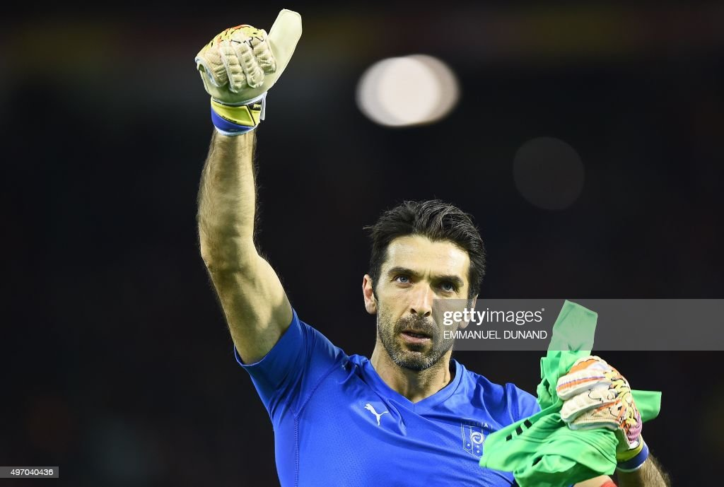 Italy's goalkeeper Gianluigi Buffon reacts at the end of a friendly football match between Belgium and Italy at the Baudoin King Stadium in Brussels on November 13, 2015. AFP PHOTO / EMMANUEL DUNAND