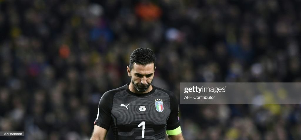 TOPSHOT - Italy's goalkeeper Gianluigi Buffon reacts during the FIFA World Cup 2018 qualification football match between Sweden and Italy in Solna,Sweden on November 10, 2017. / AFP PHOTO / Jonathan NACKSTRAND