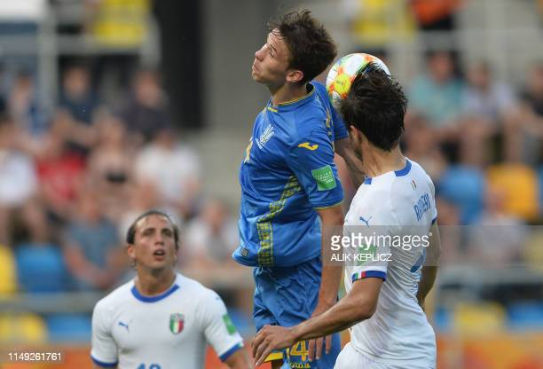 Italys Luca Pellegrini Ukraines Danylo Sikan and Italys Luca Ranieri vie for the ball during the U20 semifinal football match Ukraine against Italy...