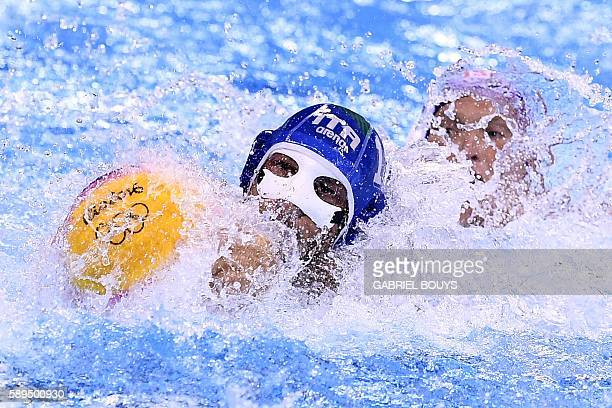 Italy's Matteo Aicardi vies with USA's Jesse Smith during their Rio 2016 Olympic Games waterpolo game on August 14 2016 at the Olympic Aquatics...