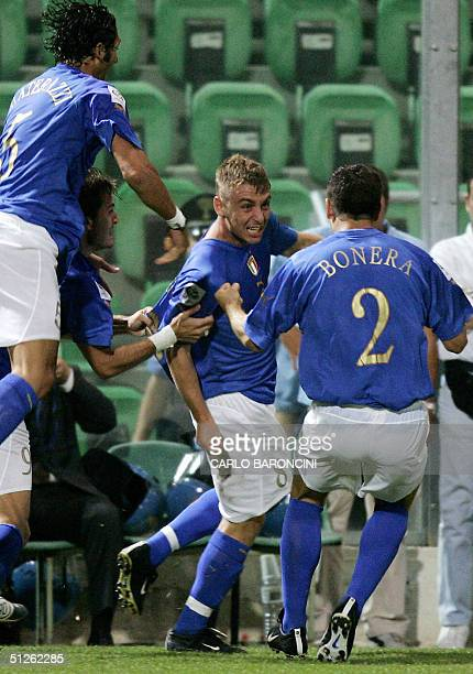 Italy's midfielder Daniele De Rossi celebrates with teammates Marco Materazzi, Alberto Gilardino and Daniele Bonera after scoring the first goal...