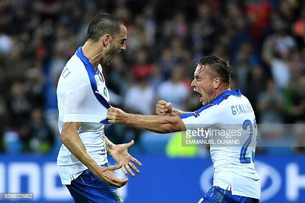 TOPSHOT Italy's midfielder Emanuele Giaccherini celebrates with Italy's defender Leonardo Bonucci after scoring during the Euro 2016 group E football...