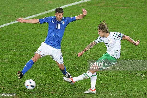 Italy's midfielder Thiago Motta and Ireland's midfielder Jeffrey Hendrick vie for the ball during the Euro 2016 group E football match between Italy...