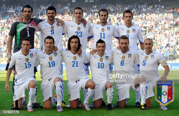 Italy's national football team players pose before the friendly football match Italy vs Mexico on June 3 2010 at the stadium in Brussels ahead of the...