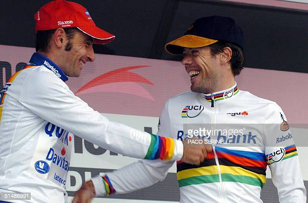 Italy's Paolo Bettini jokes with Spaniard Oscar Freire on the podium of the 'Giro di Lombardia' in Como 16 October 2004 Italian Damiano Cunego won...