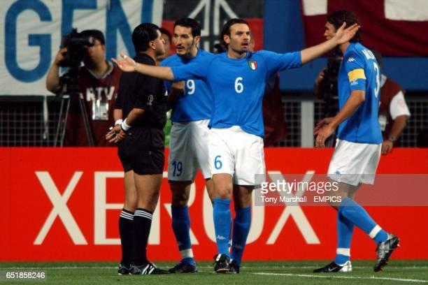 Italy's Paolo Maldini, Cristiano Zanetti and Gianluca Zambrotta protest to Referee Byron Moreno after he disallowed a goal