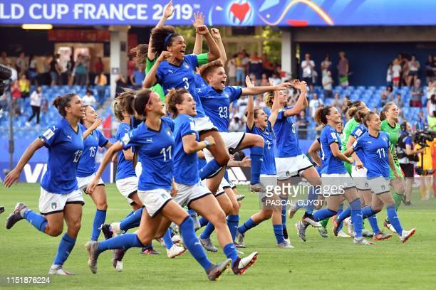 TOPSHOT Italy's players celebrate at the end of the France 2019 Women's World Cup round of sixteen football match between Italy and China on June 25...