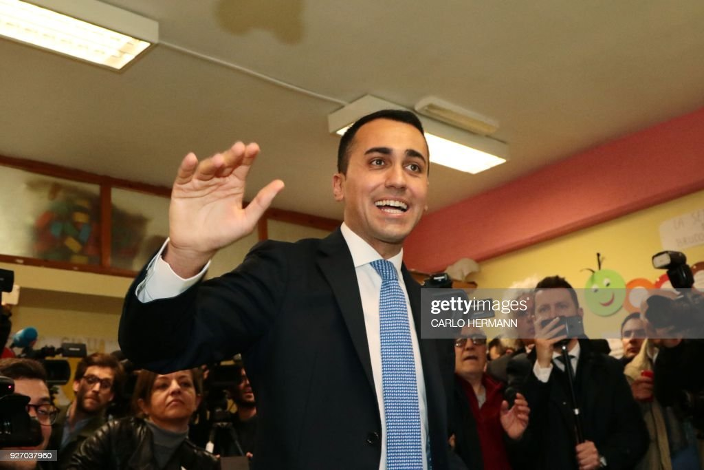 Italy's populist Five Star Movement (M5S) party leader Luigi Di Maio arrives to vote for general elections on March 4, 2018 at a polling station in Naples. - Italians vote today in one of the country's most uncertain elections, with far-right and populist parties expected to make major gains.