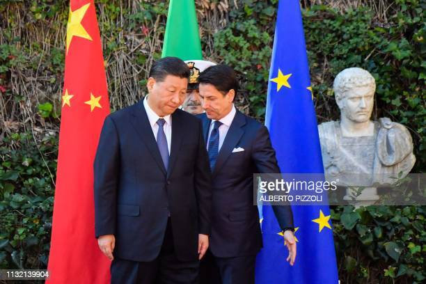 Italys Prime Minister Giuseppe Conte and China's President Xi Jinping take their position during a welcoming ceremony upon Xi Jinping's arrival for...