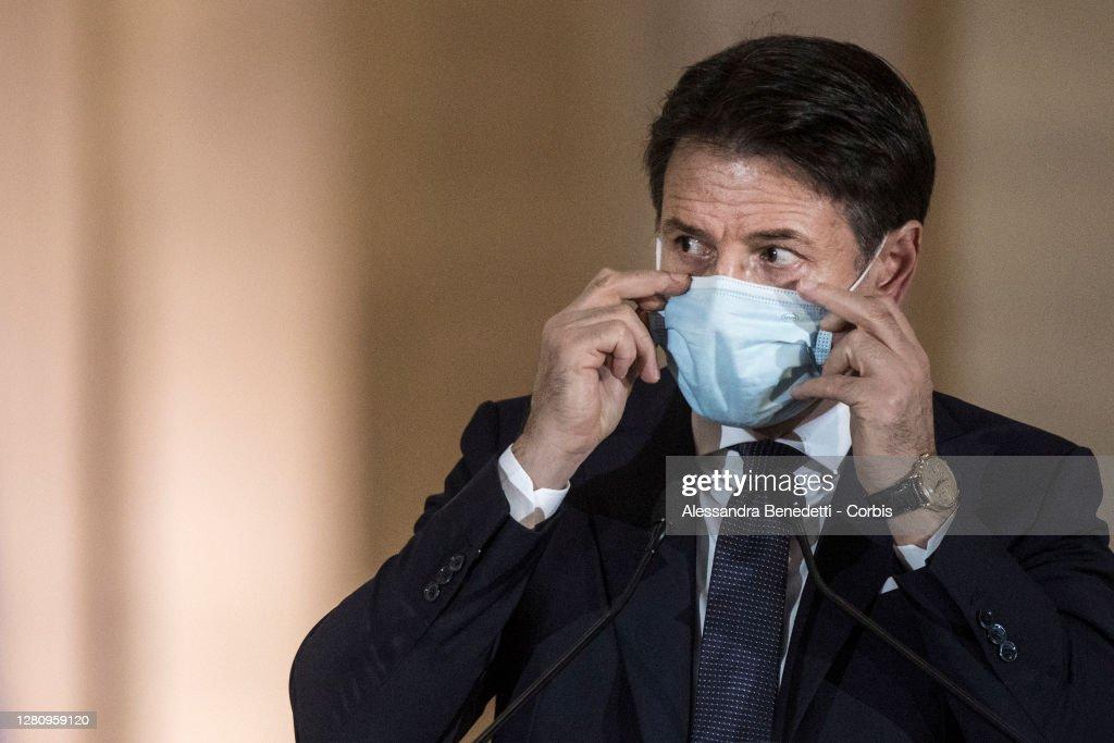 Giuseppe Conte Announces New Covid-19 Safety Measures After National Surge : Foto di attualità