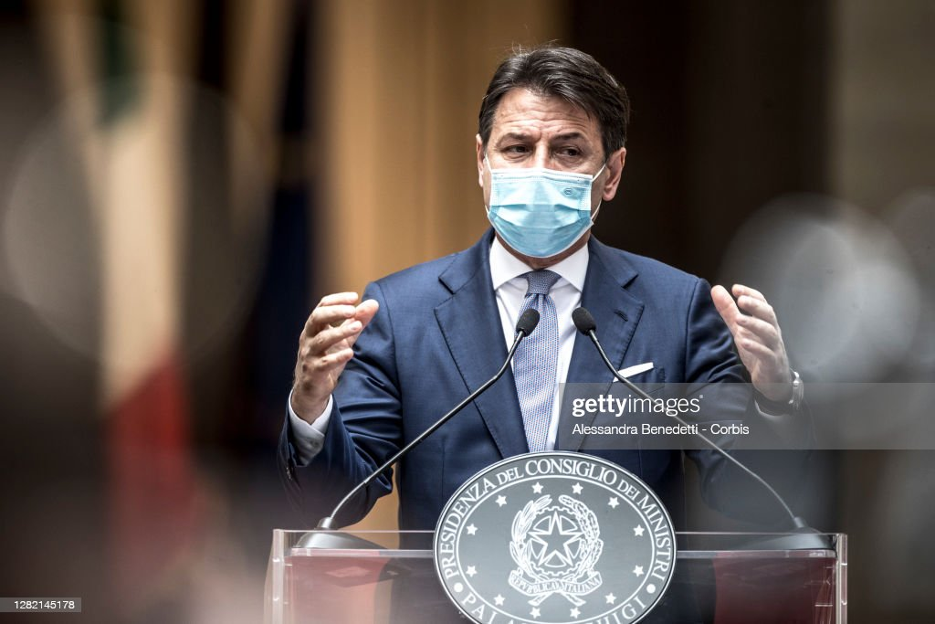 Italy's Prime Minister Giuseppe Conte Holds A Press Conference On New Covid-19 Measures... : ニュース写真