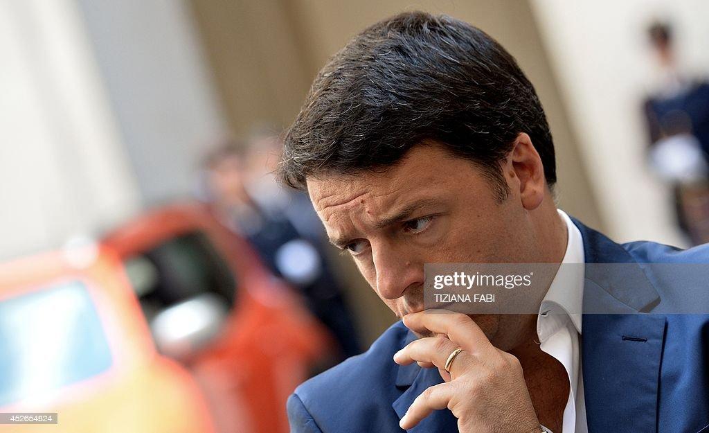 ITALY-POLITICS-AUTO-COMPANY-FIAT : News Photo