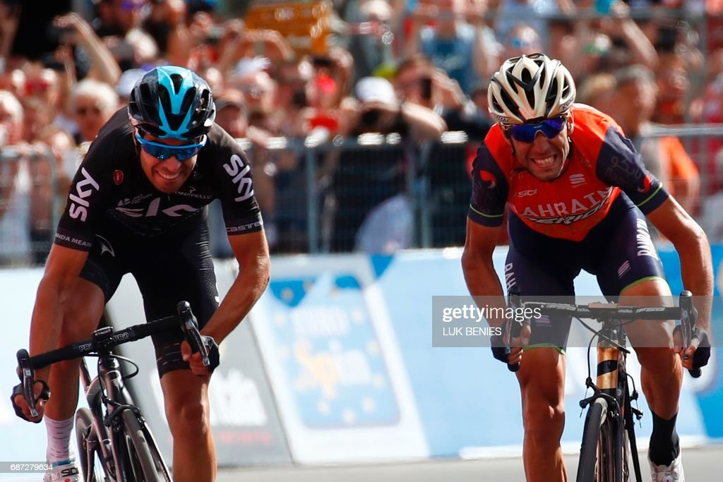 Italy's rider of team Bahrain - Merida Vincenzo Nibali (R) sprints to cross the finish line ahead Spain's Mikel Landa of team Sky during the 16th stage of the 100th Giro d'Italia, Tour of Italy, cycling race from Rovetta to Bormio on May 23, 2017. / AFP PHOTO / Luk BENIES