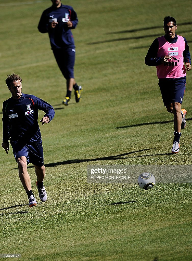 Italy's soccer team forwards Alberto Gilardino (L) and Marco Borriello follow the ball during ta raining session in Sestriere on May 25, 2010. The Italian team started today a retreat in the mountains of Sestriere before the FIFA World Cup 2010 in South Africa .AFP PHOTO / Filippo MONTEFORTE