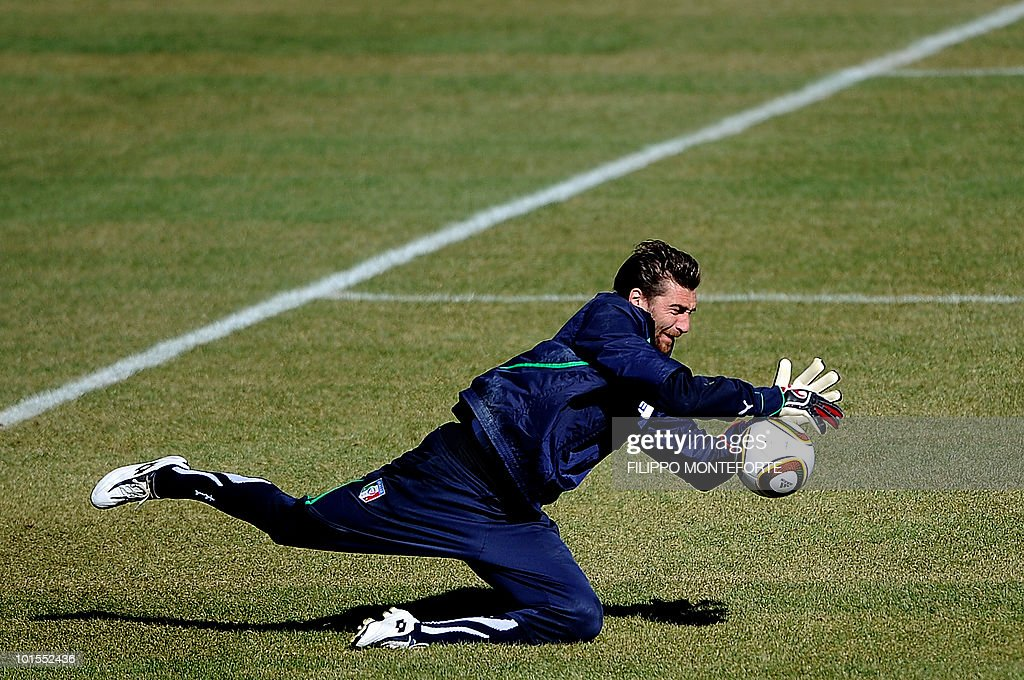 Italy's soccer team goalkeeper Morgan De Sanctis saves a ball during training session in Sestriere on May 25, 2010. The Italian team started today a retreat in the mountains of Sestriere before the FIFA World Cup 2010 in South Africa .AFP PHOTO / Filippo MONTEFORTE