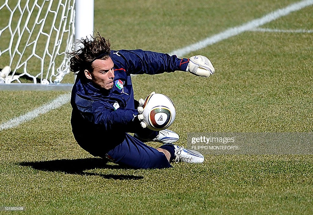 Italy's soccer team goalkeeper Salvatore Sirigu saves a ball during a training session in Sestriere on May 25, 2010. The Italian team started today a retreat in the mountains of Sestriere before the FIFA World Cup 2010 in South Africa .AFP PHOTO / Filippo MONTEFORTE