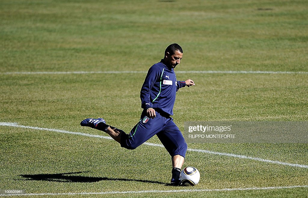 Italy's soccer team midfilder Angelo Palombo shoots the ball during training session in Sestriere on May 25, 2010. The Italian team started today a retreat in the mountains of Sestriere before the FIFA World Cup 2010 in South Africa .AFP PHOTO / Filippo MONTEFORTE
