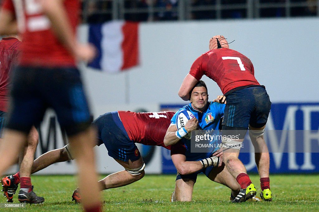Italy's wing Pierre Bruno (C) is tackled by France's lock Florian Verhaegue (L) and Frances flanker Jean Baptiste Grenod during the Under 20 Six Nations rugby union match between France and Italy on February 5, 2016 at Pre Fleuri stadium in Nevers, central France. / AFP / ROMAIN