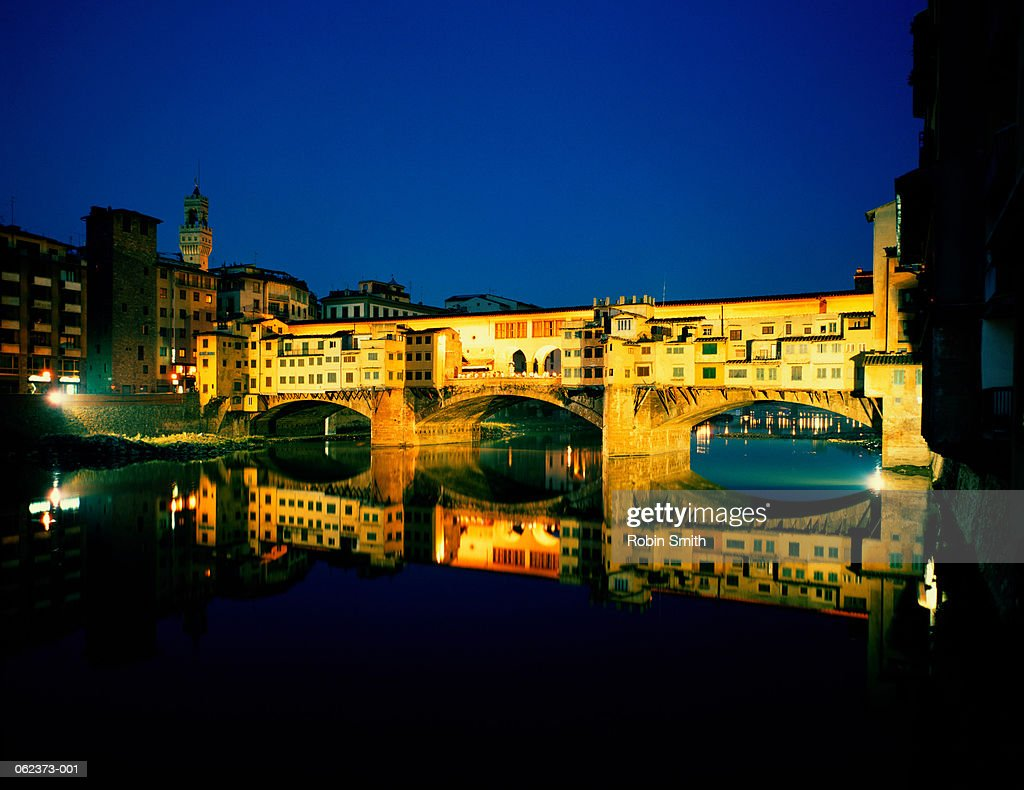 Italy,Tuscany, Florence, Ponte Vecchio illuminated at night : Stockfoto