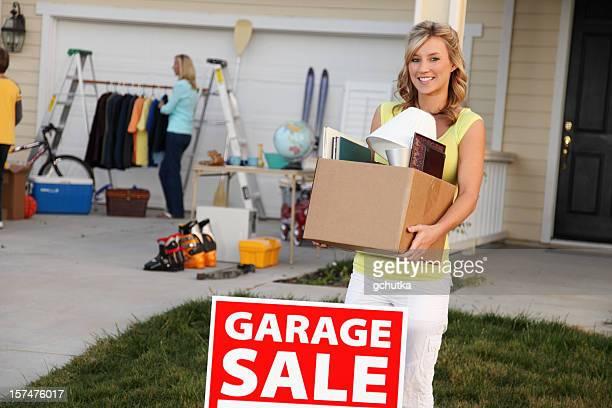 artículos para venta de garaje - venta de garaje fotografías e imágenes de stock