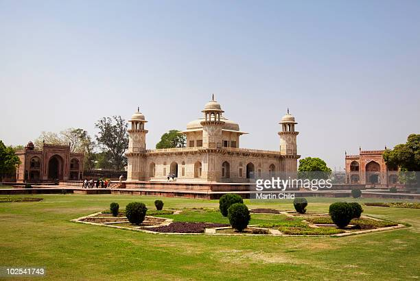 itimad-ud-daulah's tomb - tomb stock pictures, royalty-free photos & images
