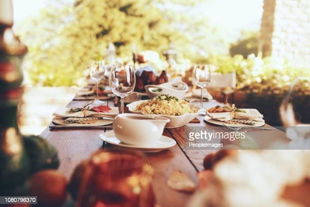é uma festa que se encaixam para qualquer ocasião - mesa de jantar - fotografias e filmes do acervo