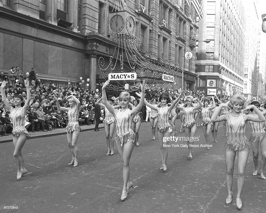 It's a fine marching day for Radio City Rockettes, who brigh : News Photo