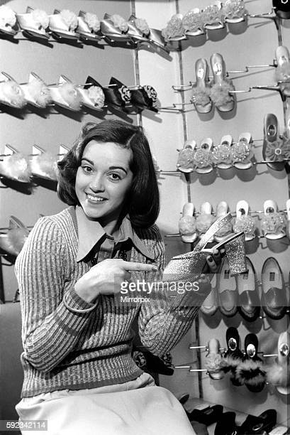 It's a little bit tough for Gemma as she takes a small size 2 1/2 which isn't always stocked April 1975 752104005