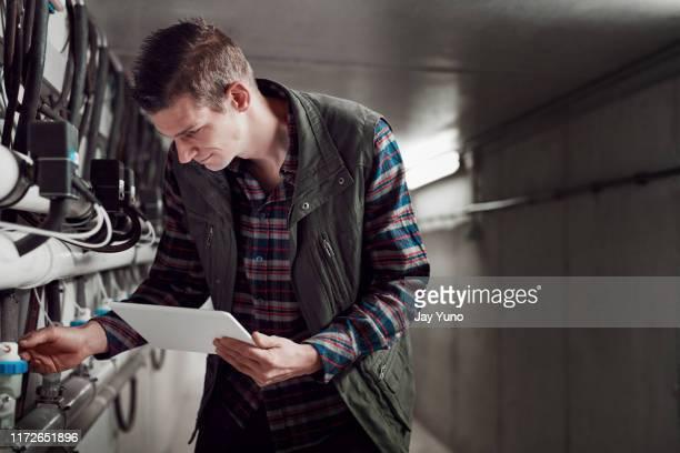Mann Beim Melken Stock-Fotos und Bilder - Getty Images