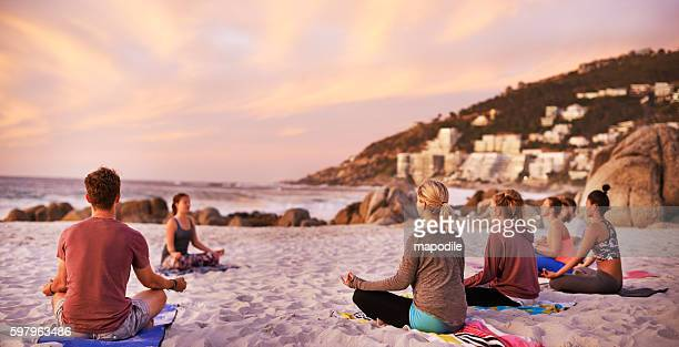 it's a perfect day for yoga at the beach - yoga stockfoto's en -beelden