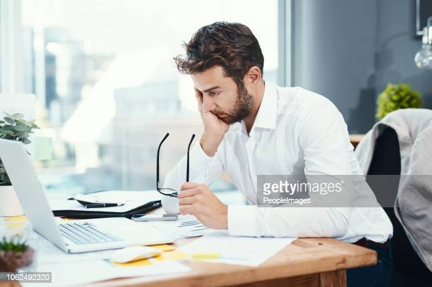 it's been one long and annoying day at the office - esgotamento psicológico imagens e fotografias de stock