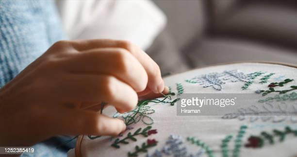 それは針だけで、絵を描くようなものです! - 刺繍 ストックフォトと画像
