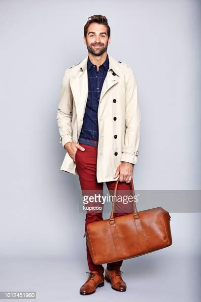 それは 1 つの便利な小さなバッグです。 - トレンチコート ストックフォトと画像