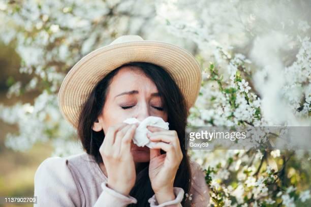 くしゃみの季節 - 花粉 ストックフォトと画像