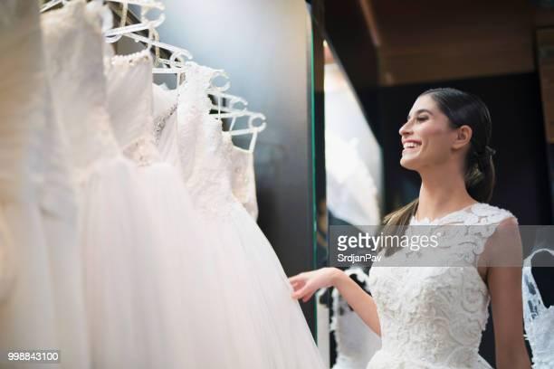 é hora do vestido longo branco - long dress - fotografias e filmes do acervo