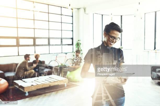 è ciò che le dà quel vantaggio competitivo - miglioramento digitale foto e immagini stock