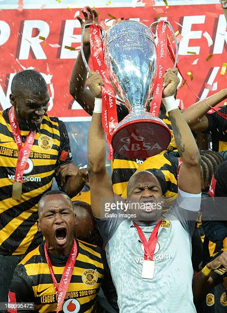 Itumeleng Khune of Chiefs lifts the cup during the Absa Premiership match between University of Pretoria and Kaizer Chiefs at Mbombela Stadium on May...