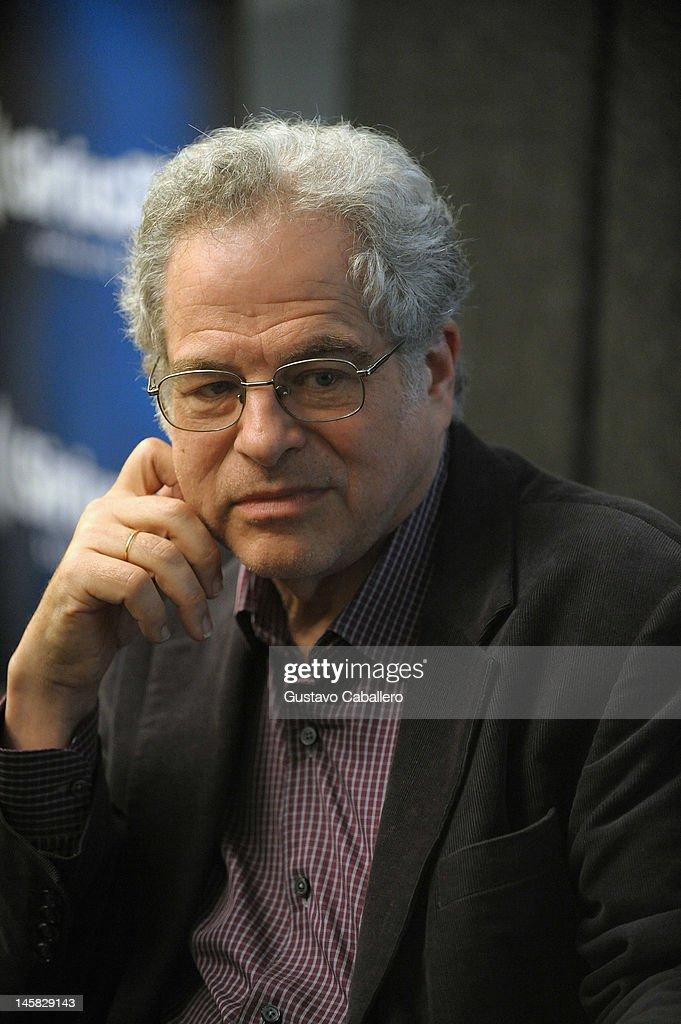 Itzhak Perlman visits the SiriusXM Studio on June 6, 2012 in New York City.