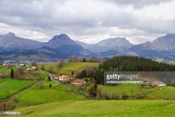 iurreta town in vizcaya - town fotografías e imágenes de stock