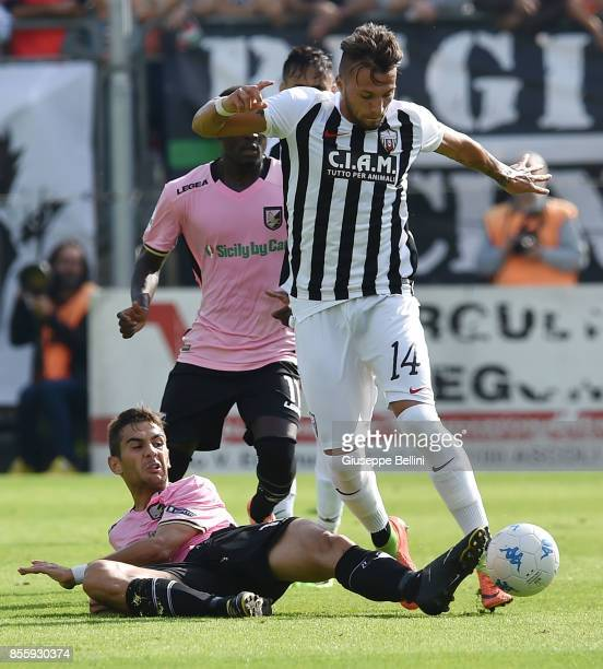 Ivajlo Cocev of US Citta' di Palermo and Vasile Mogos of Ascoli Calcio in action during the Serie B match between Ascoli Calcio and US Citta di...