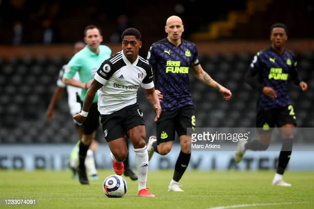 Ivan Cavaleiro of Fulham in action with Jonjo Shelvey of Newcastle United during the Premier League match between Fulham and Newcastle United at...