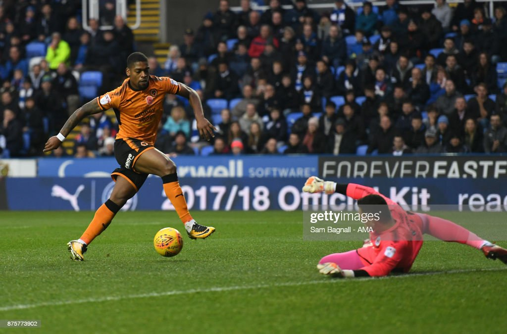 Ivan Cavaleiro of Wolverhampton Wanderers scores a goal to make it 0-1 during the Sky Bet Championship match between Reading and Wolverhampton at Madejski Stadium on November 18, 2017 in Reading, England.