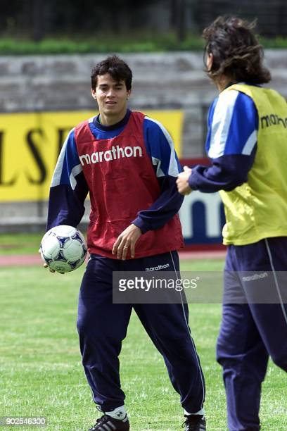 Ivan Caviedez participates in a warmup session during the practice of Ecuador's soccer team 23 June 2000 in Quito El jugador Ivan Caviedez participa...