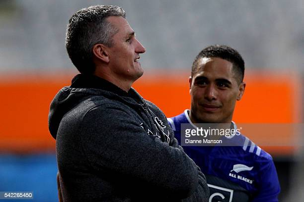 Ivan Cleary former Warriors coach speaks with Aaron Smith of the All Blacks during a New Zealand All Blacks training session on June 23 2016 in...